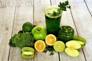 Antioxidantien in Früchte wie Kiwi, Äpfel, Orange